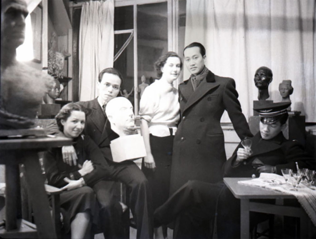 Paris 1937: from left to right: Renée Appriou (wife of Vu Cao Dam), Vu Cao Dam, Andrée (a friend). Dr Nguyen Huy Thuoc (doctor), the future general Hinh (the first was a disappointed supporter of Ho Chi Minh, the second a supporter of Bao Daï, ambiguities of time ...)