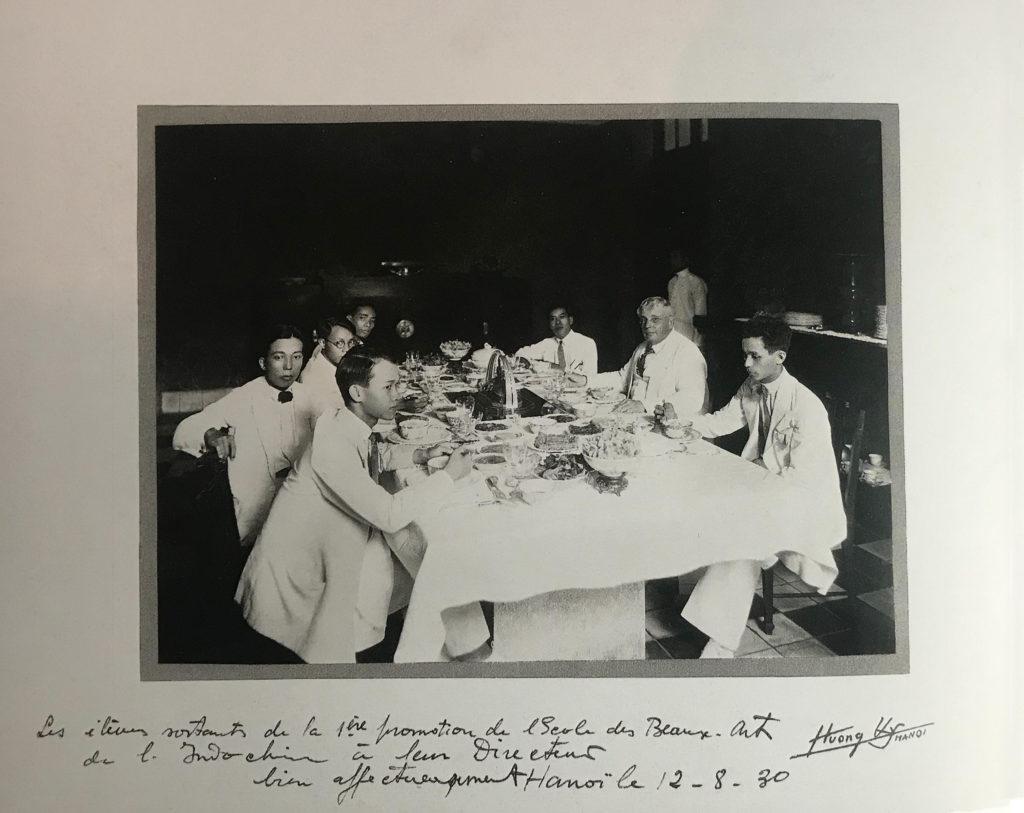 De gauche à droite : Mai Trung Thu, Le Pho, Le Van De, Nguyen Phan Chanh (au fond), Cong Van Chung, Victor Tardieu, Georges Khanh.  Hanoi, 12 août 1930