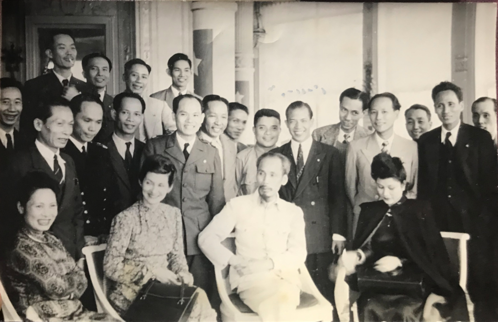 On the left of Ho Chi Minh. Behind her, Pham Van Dong. Paris 1946